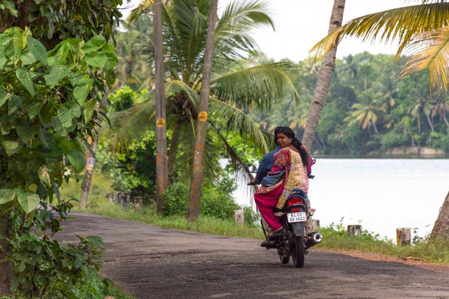 Scooter sur Munroe Island, Kerala, Inde