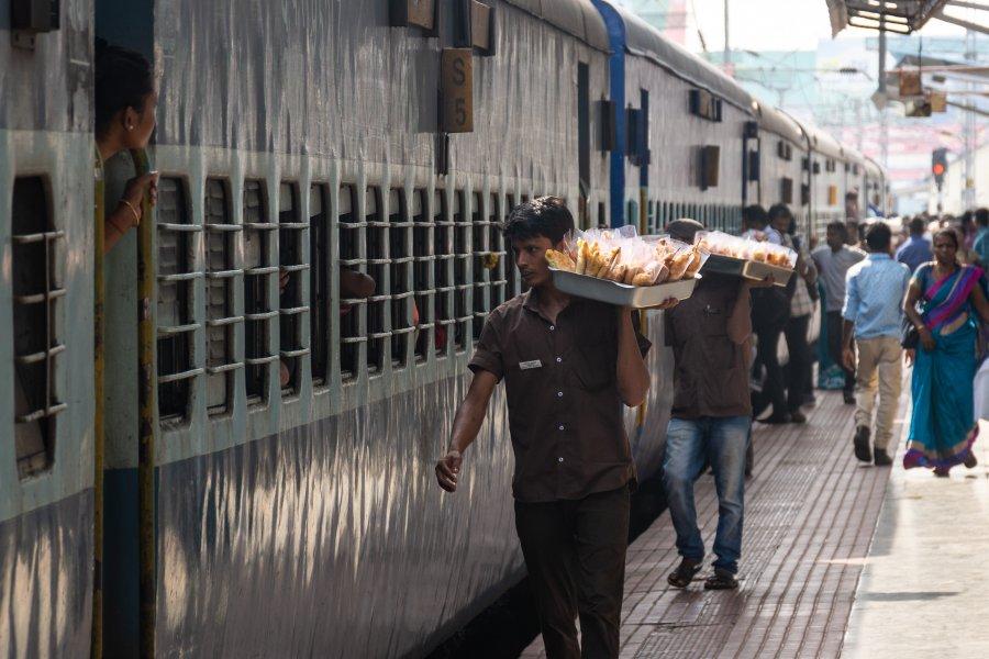 Vendeurs de nourriture pour train indien