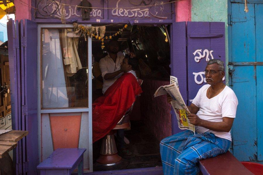 Coiffeur à Badami en Inde