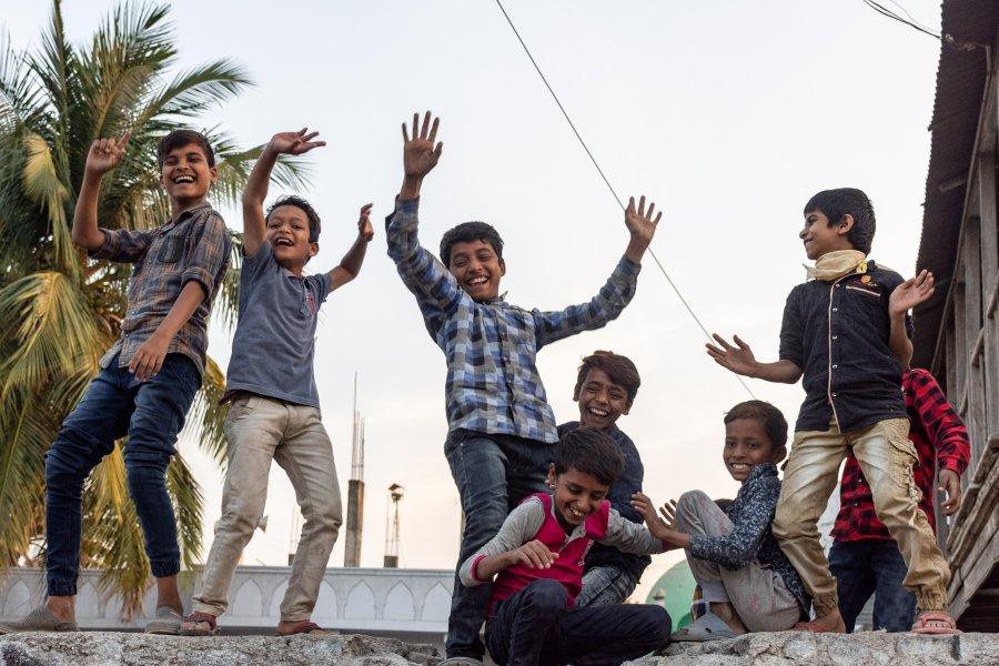 Enfants qui dansent au Karnataka, Inde