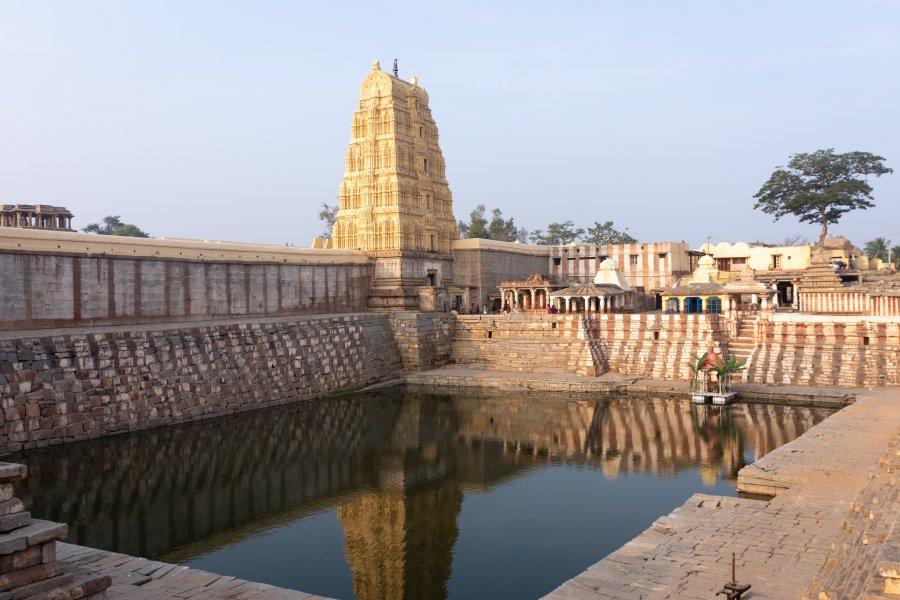 Bassin du temple Virupaksha à Hampi, Inde
