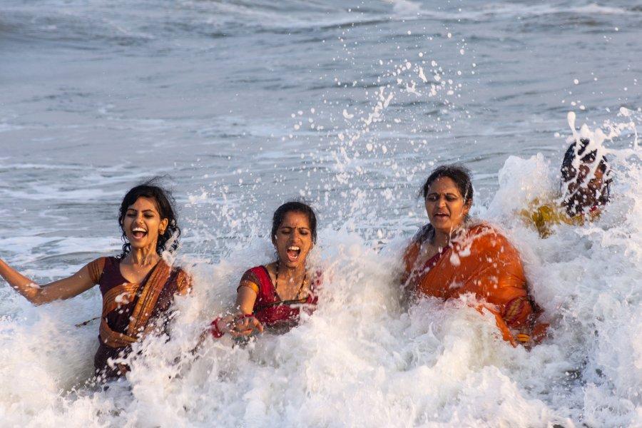 Baignade en saris sur la côte de Coromandel