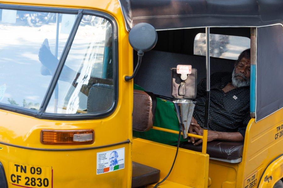 Chauffeur de tuk-tuk à Chennai, Inde