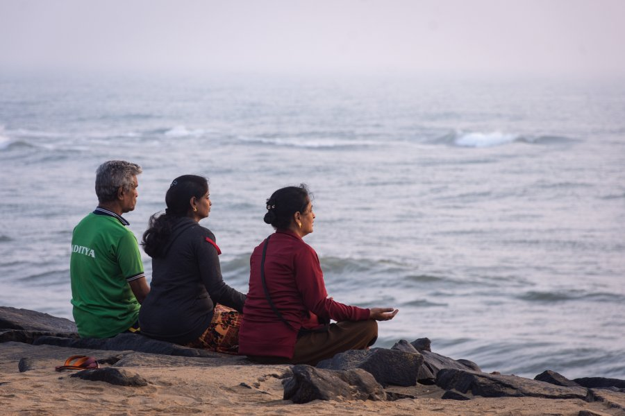 Méditation sur la plage de Pondichery