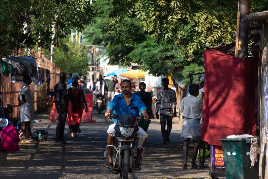 Rue tranquille à Chennai en Inde