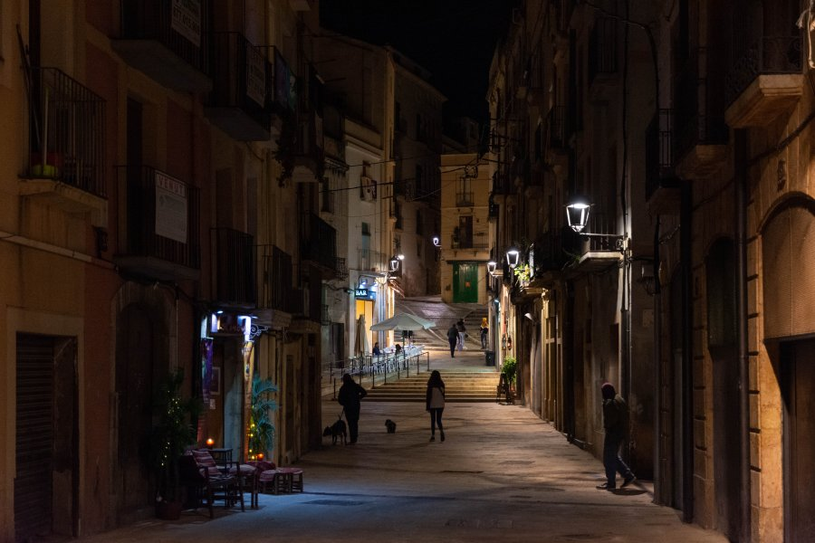 Ville de Tarragone de nuit, Espagne