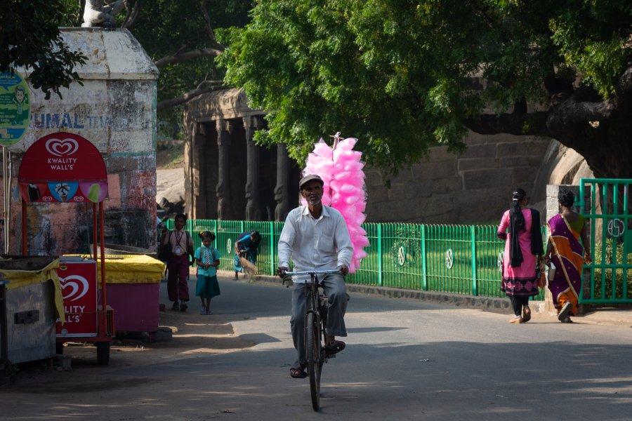 Vendeur de barbapapa à Mahabalipuram, Inde