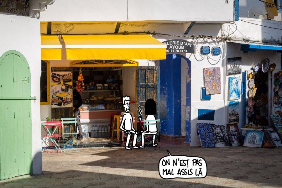 Petit café à Asilah au Maroc