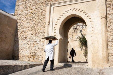 Porte dans la médina de Tanger, Maroc