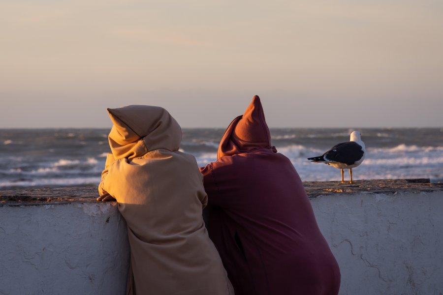 Djellabas et mouettes à Essaouira