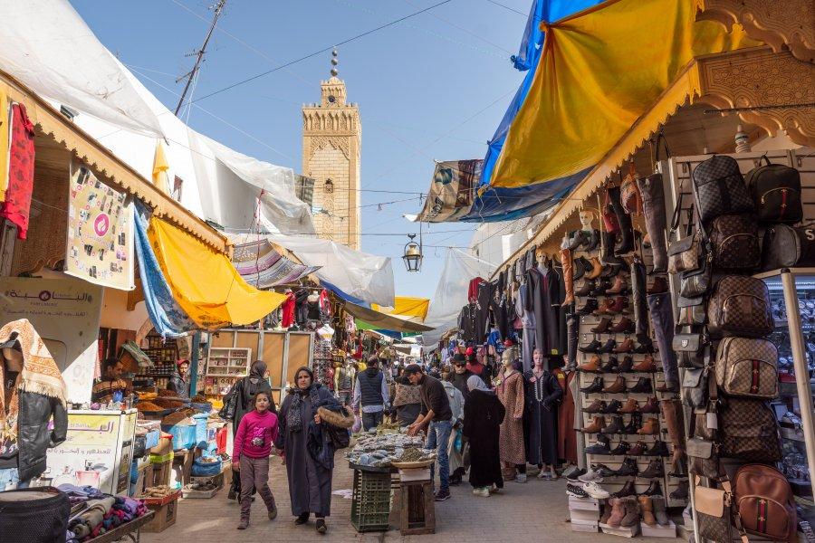 Souk dans la médina de Rabat, Maroc