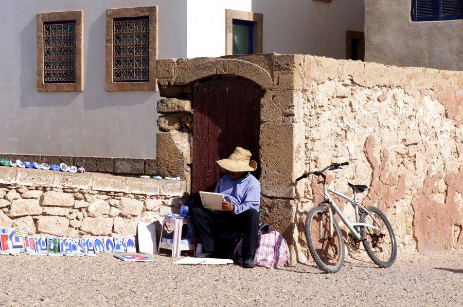 Peintre dans la médina d'Essaouira