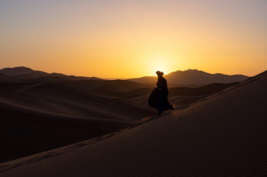 Touareg dans le désert à Merzouga