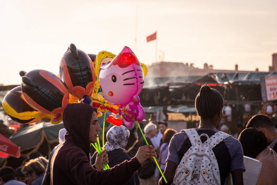 Vendeur de ballons à Jema el Fnaa, Marrakech
