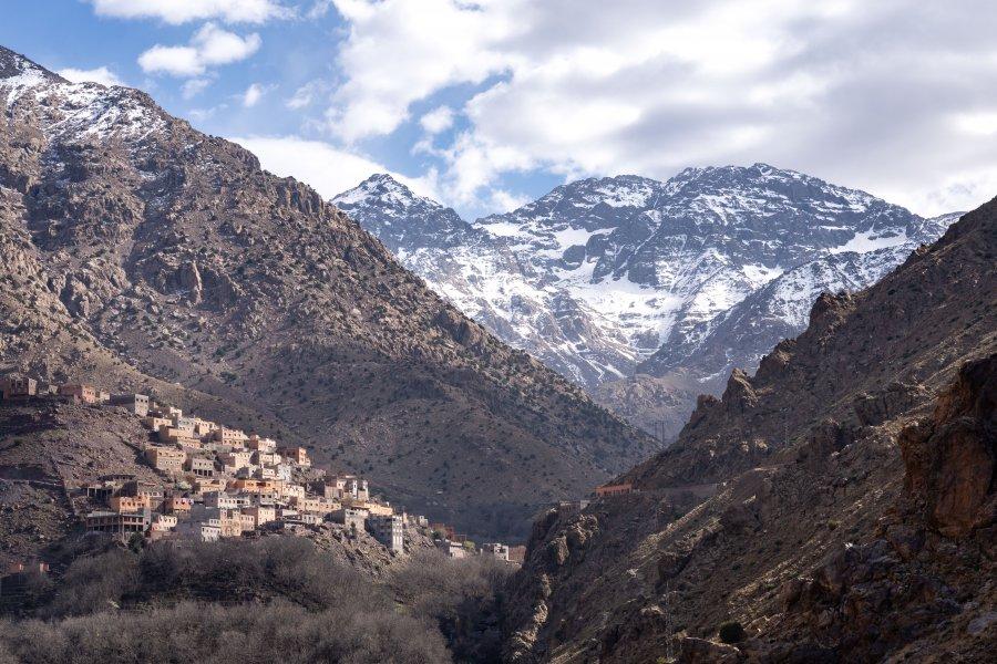 Le mont Toubkal au-dessus d'Imlil au Maroc