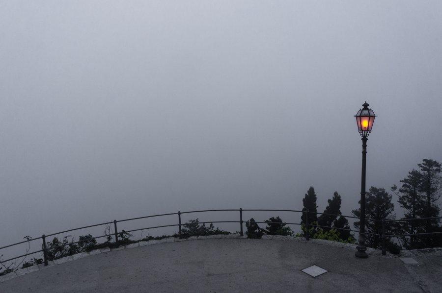 Brouillard à Erice, Sicile, Italie