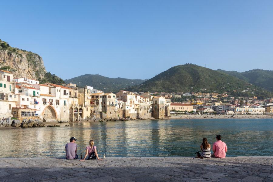 Vieille ville de Cefalù en bord de mer