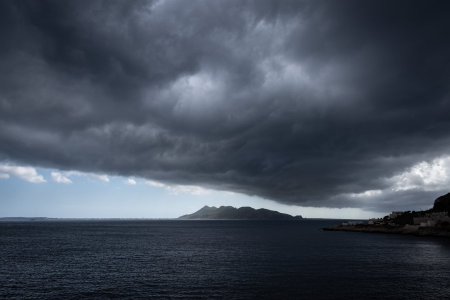 Ciel d'orage sur les îles égades, Sicile