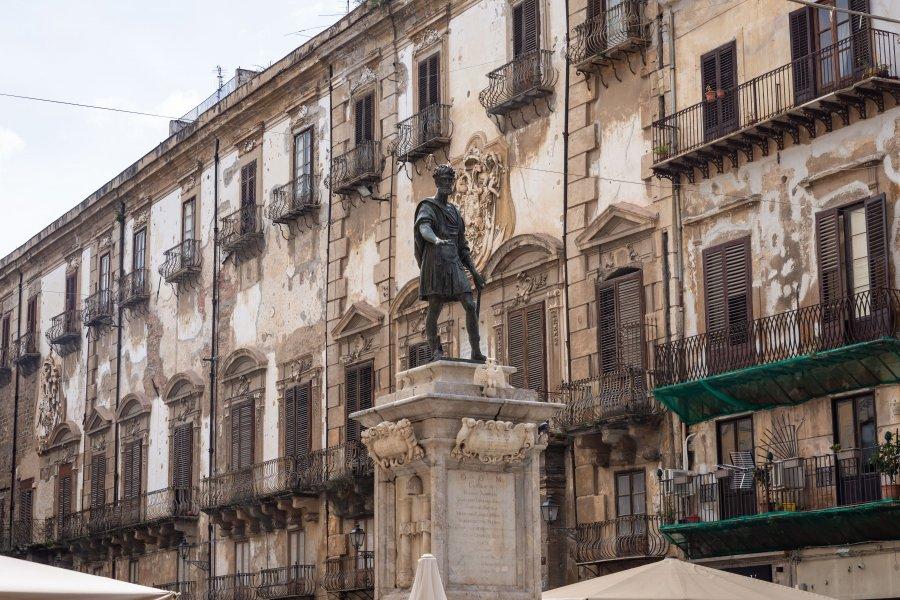 Statue place Bologni à Palerme