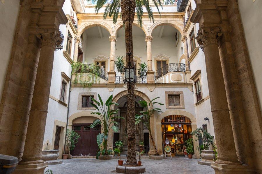 Patio d'un palais de Palerme, Sicile