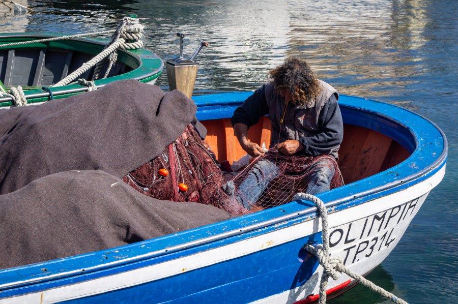 Pêcheur dans son bateau, Favignana, Sicile