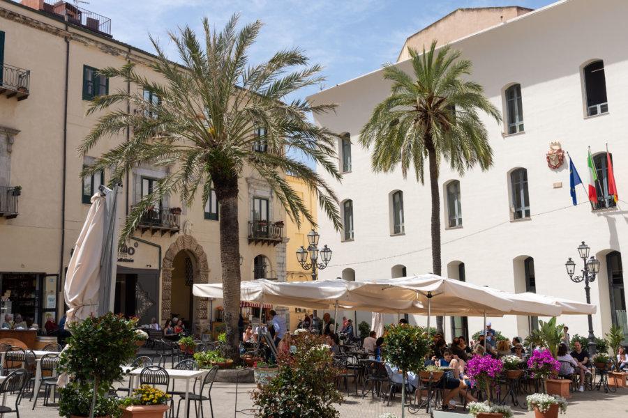 Place centrale à Cefalù, Sicile
