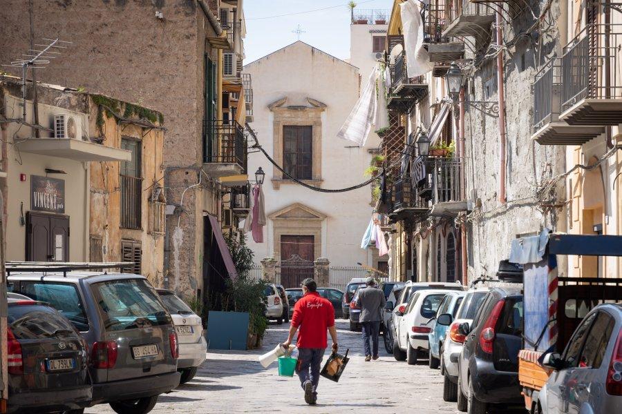 Voitures dans les rues de Palerme