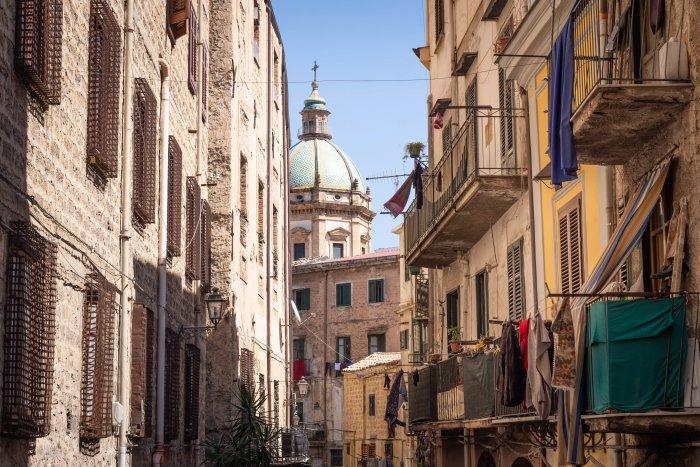 Rue typique de Palerme en Sicile