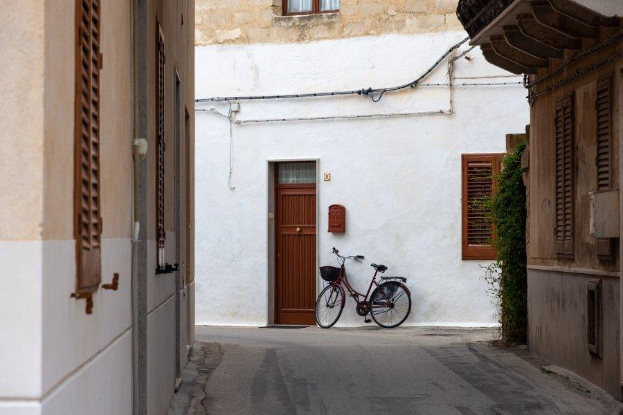 Vélo dans la ville de Favignana