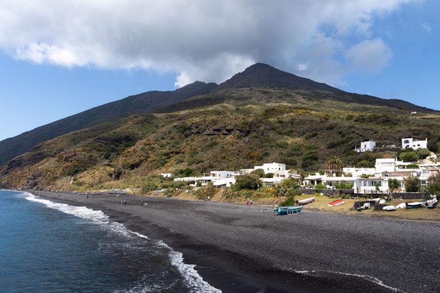 Île de Stromboli et son volcan, Sicile