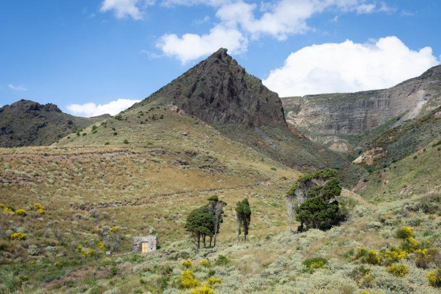 Paysage de montagne sur l'île de Lipari, Sicile