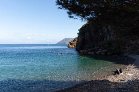 Plage sur l'île de Lipari, Sicile
