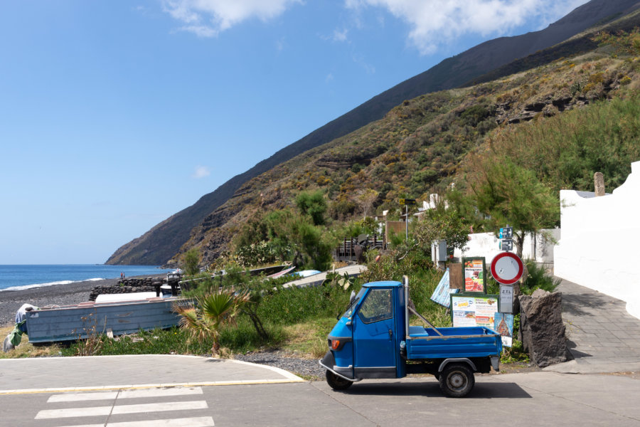 Triporteur sur l'île de Stromboli, Sicile, Italie