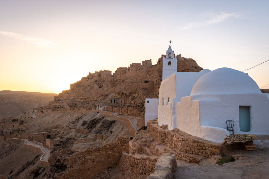 Coucher de soleil sur Chenini et sa mosquée, Tunisie