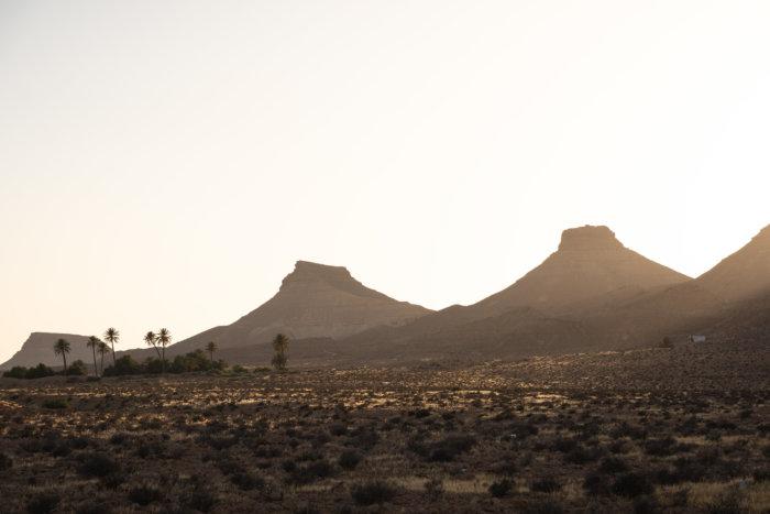 Coucher de soleil sur les montagnes à Tataouine, Sud tunisien