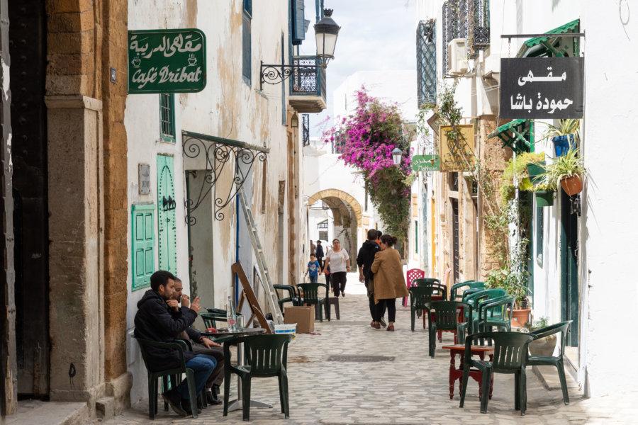 Cafés dans les rues de Tunis