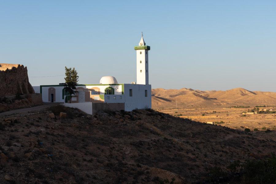 Mosquée dans la montagne près de Tataouine
