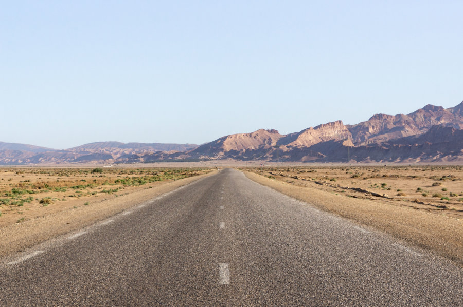 Route de montagne à Tozeur, Tunisie