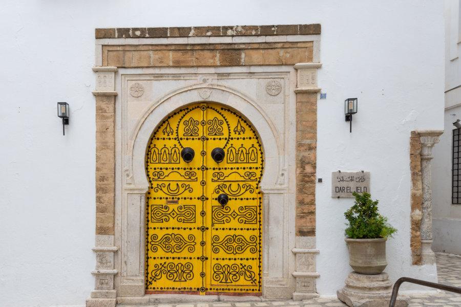 Vieille porte à Tunis
