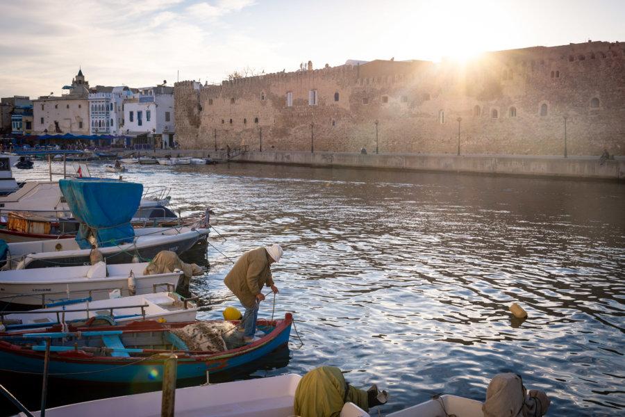 Pêcheur au vieux port de Bizerte, Tunisie