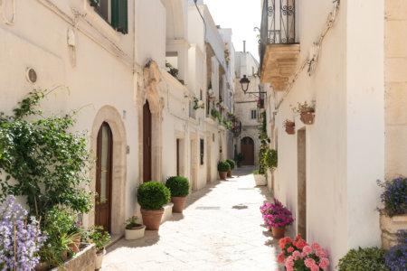 Village de Locorotondo dans les Pouilles en Italie