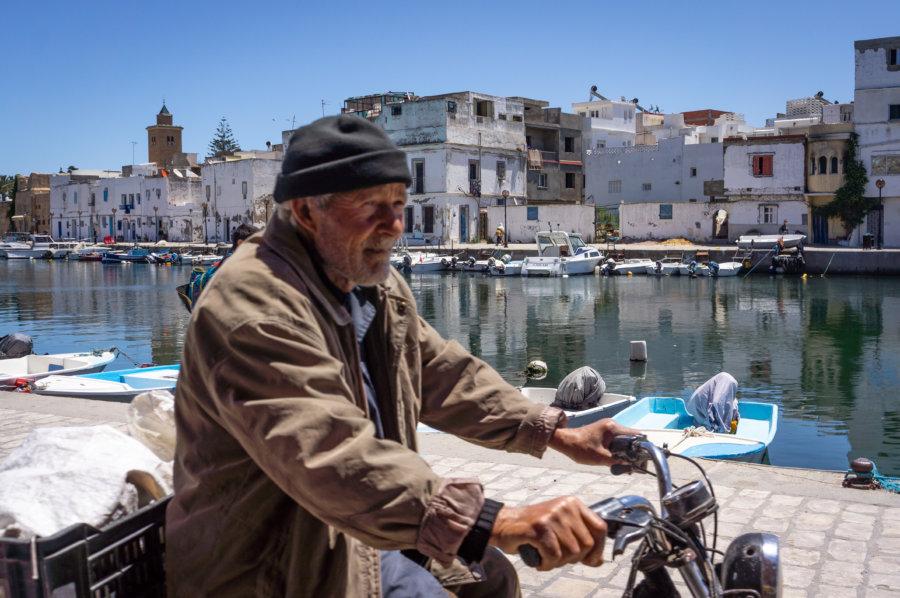 Tunisien en mobylette à Bizerte