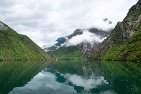 Lac Koman en Albanie