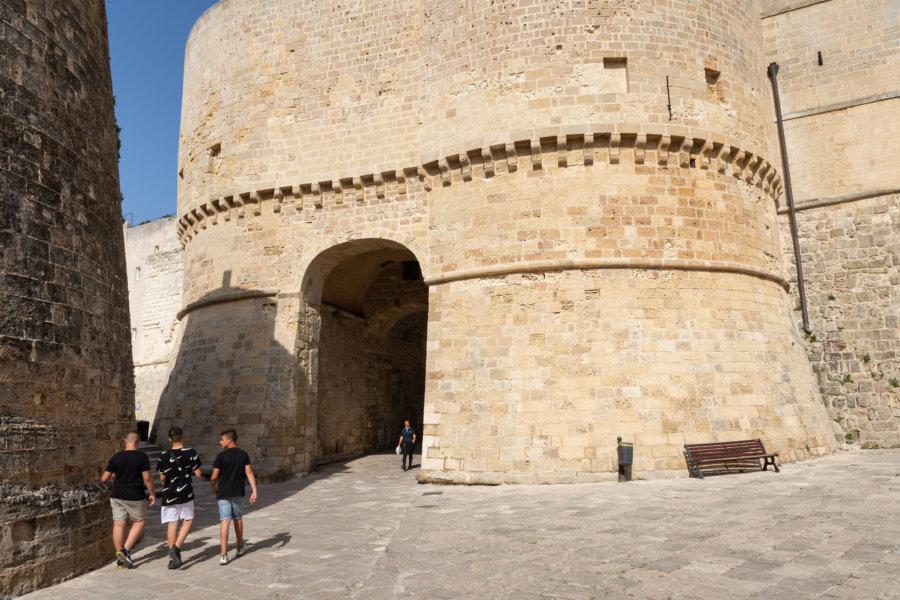 Entrée dans la vieille ville d'Otranto en Italie