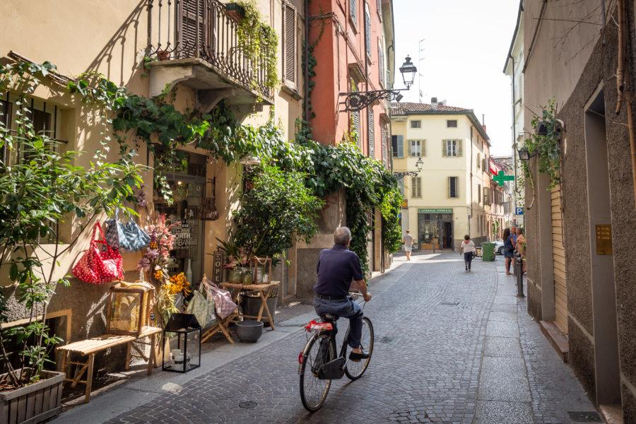 Cycliste à Parme en Italie