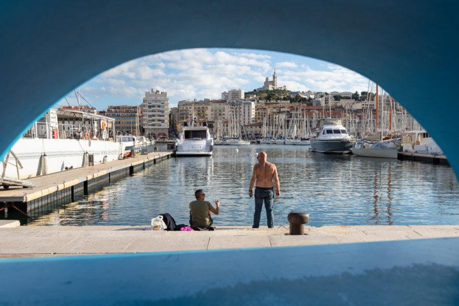 Pêcheur dans le Port de Marseille