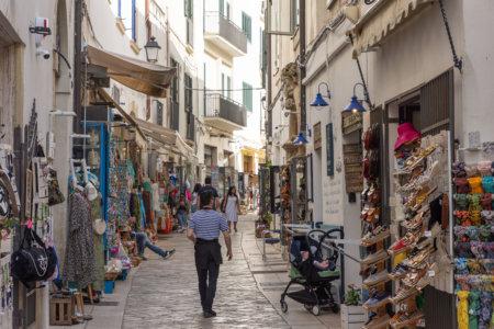 Rue touristique à Otranto, Italie