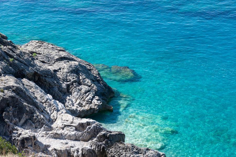 Mer turquoise de l'Adriatique en Albanie