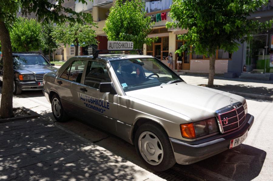 Auto-école Mercedes en Albanie
