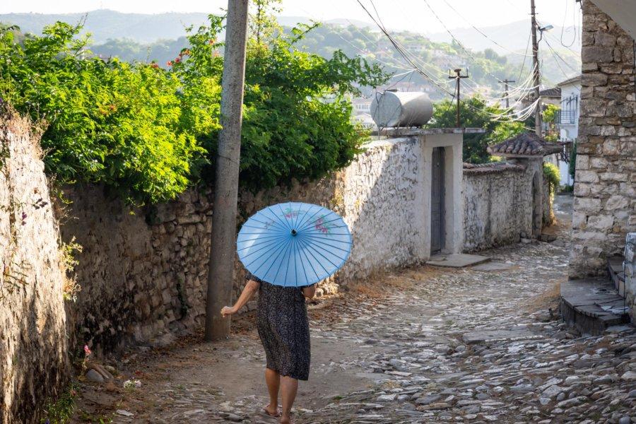 Ombrelle dans le quartier de Gorica à Berat